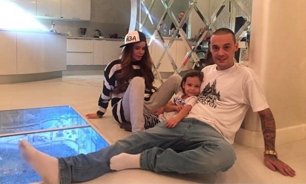 Гуф с семьей в их квартире до развода