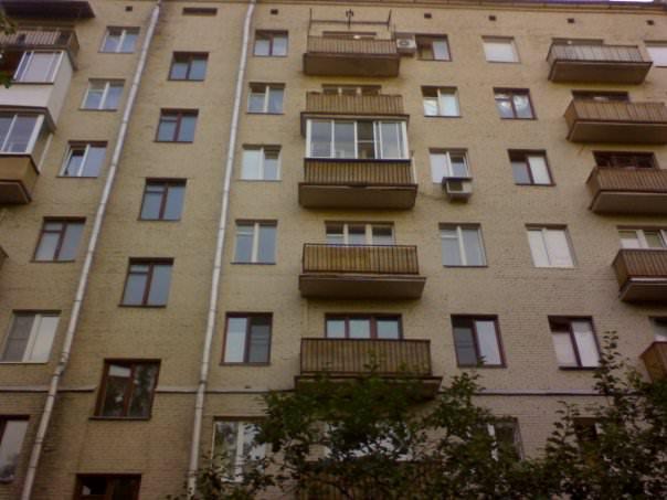 Многоэтажка, где жил певец с бабушкой в Замоскворечье