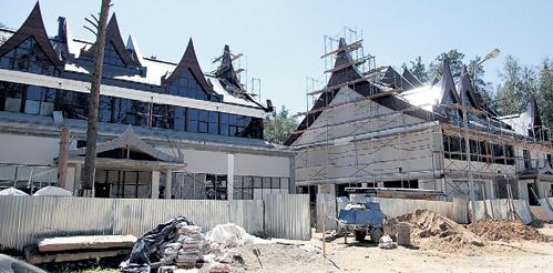 Фото со строительства особняка Григория Лепса
