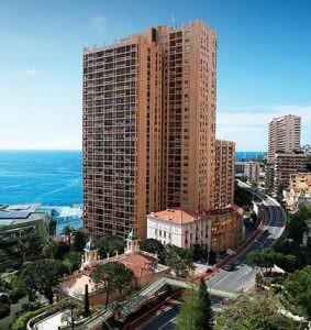 Дом – башня был возведен еще в 1985 году на Средиземноморском побережье. Высота дома – более100 метров. На нижнем этаже находятся дорогие рестораны и художественная галерея