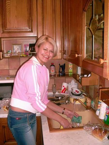 Ирина Круг на кухне своей квартиры в городе Тверь