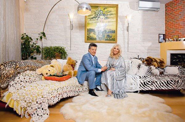 Таисия Повалий с мужем в своем доме