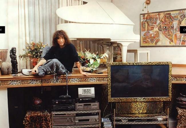 Валерий Леонтьев в своей квартире в Москве
