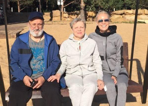 Елена Летучая с родителями