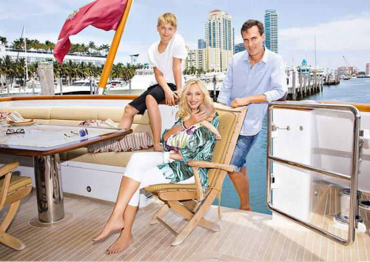 Кристина Орбакайте с семьей в Майами