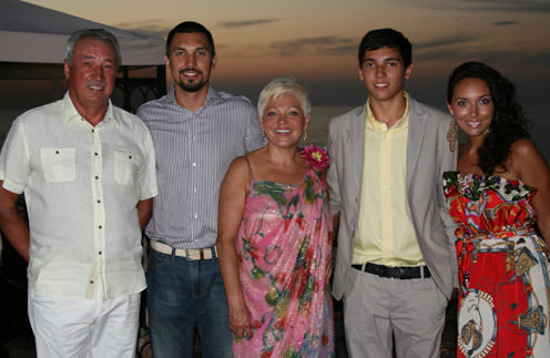 Алсу с родителями и братьями