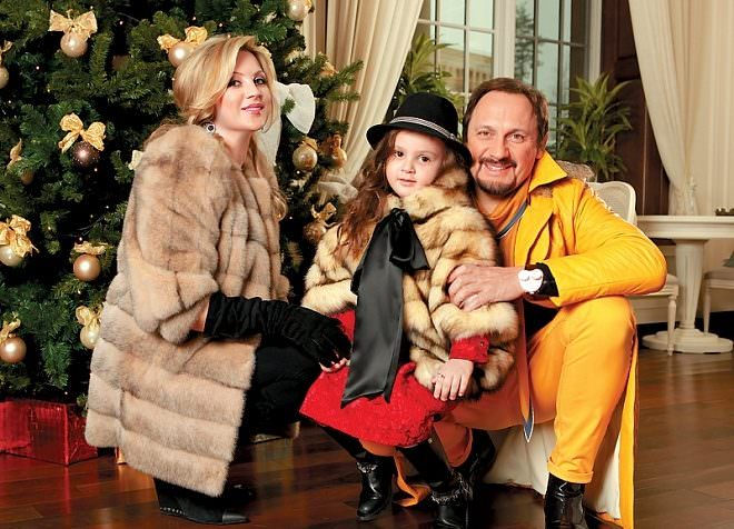 Стас Михайлов с женой и дочкой